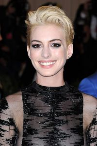 anne-hathaway_glamour_7may2013_pa_b_0