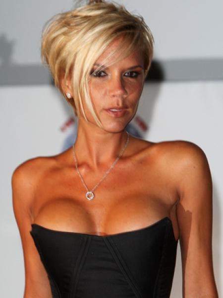 прически для треугольной формы лица Victoria-Beckham_