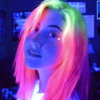 4828646_glow-in-the-dark-hair-10